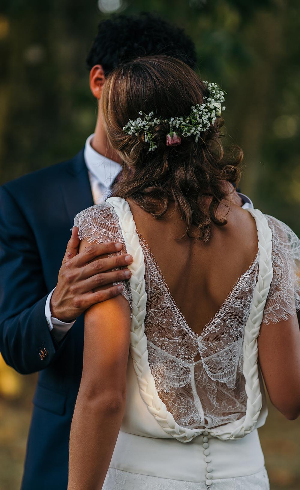 mariage dans les landes avec une robe de mariée dos nu en dentelle