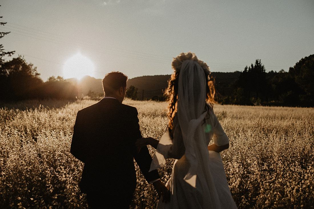bride and groom in a sunset covered oatfield in the south of france