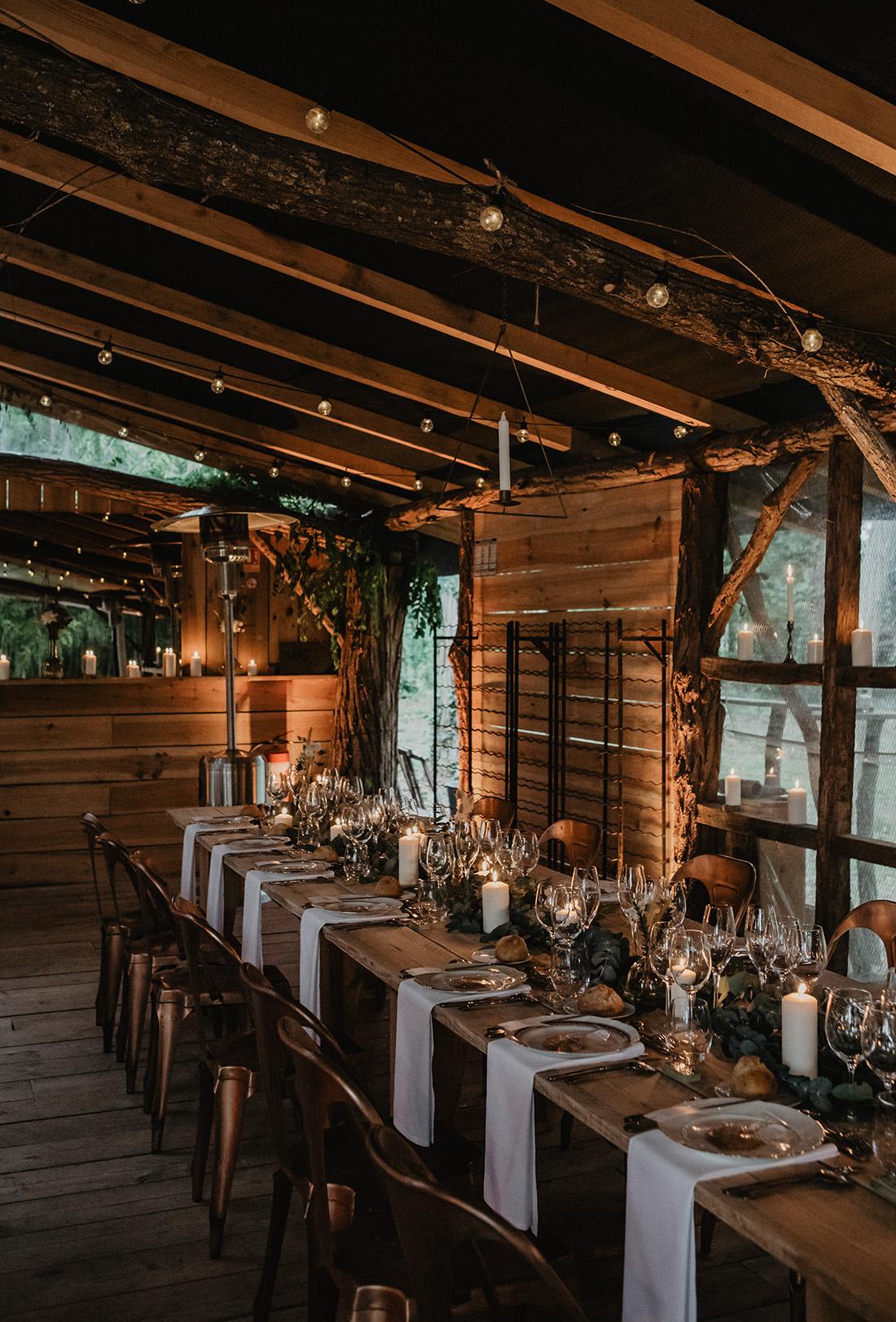 wedding table wooden barn